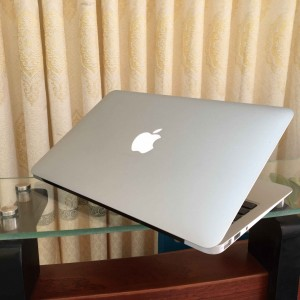 Macbook Air A1465 Core i7-1.7GHz/ Ram 8GB/SSD 128GB/ Màn hình 11.6 inch -Mới 98%