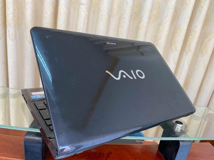 Sony Vaio SVE151 (1)