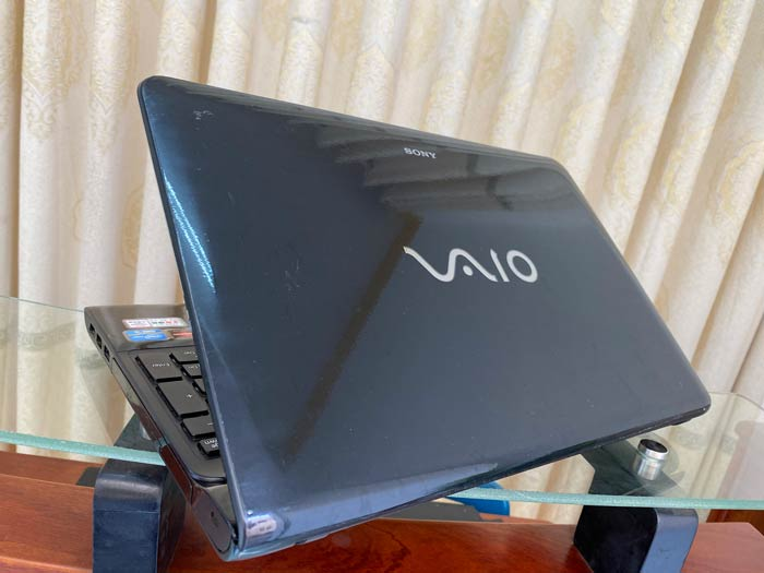 Sony Vaio SVE151 (2)